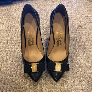 Ferragamo Black Patent Leather Pointed Pumps 37 7